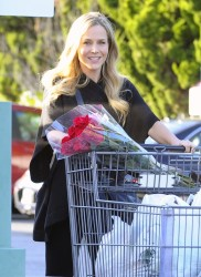 Джули Бенц, фото 1137. Julie Benz leaving the Bristol Farms Market in Beverly Hills, january 17, foto 1137