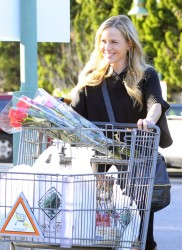 Джули Бенц, фото 1133. Julie Benz leaving the Bristol Farms Market in Beverly Hills, january 17, foto 1133