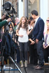 Сара Хайланд, фото 600. Sarah Hyland Extra at The Grove in LA - 02.02.2012, foto 600