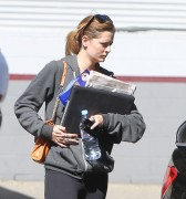 Миша Бартон, фото 10531. Mischa Barton - shopping and at a car wash in California 02/23/12, foto 10531