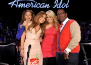 Jennifer Lopez on American Idol 8th March x4