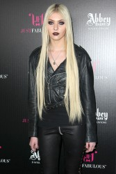 67525f179709755 Taylor Momsen   Launch Party for Abbey Dawn By Avril Lavigne (March 13) x39
