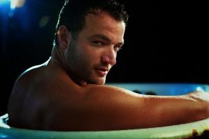 Elenco de Spartacus se desnuda en la Bañera
