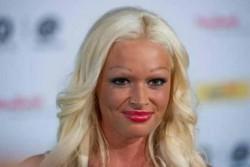 Permanent Makeup bei Stars - Celebs - Celeb Bilder